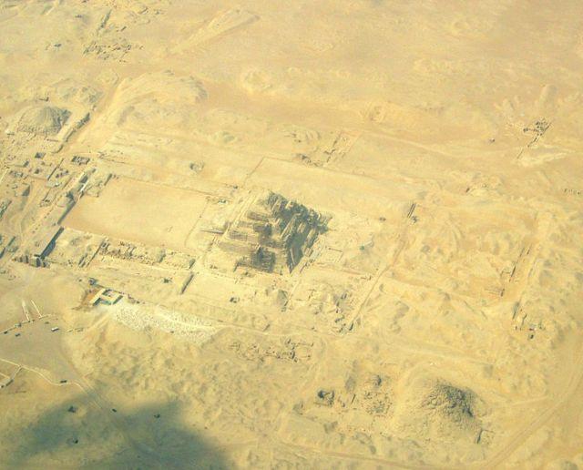 744px-Pyramiden_von_Sakkara