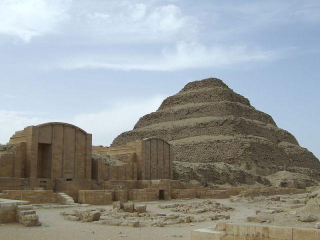 PiramideDjoser_1
